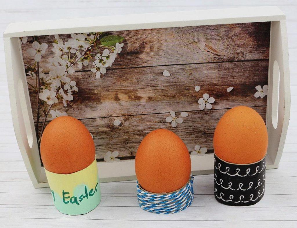DIY Eierbecher aus Klorollen basteln - schnelle DIY Upcycling Idee, DIY Idee für Ostern, Eierbecher selber machen