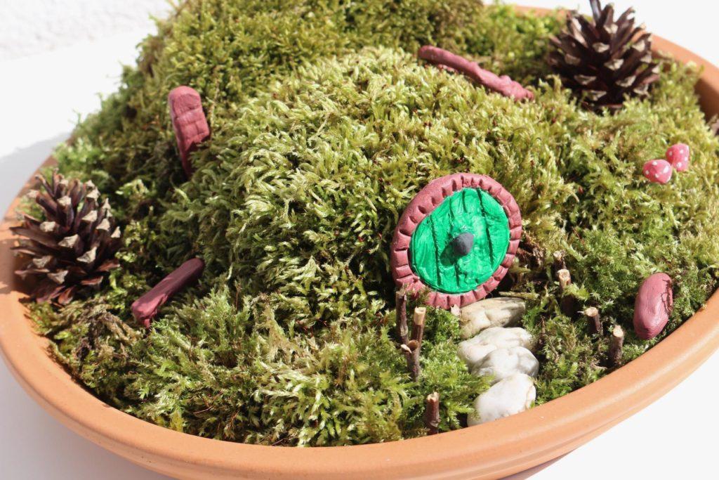 DIY Hobbit Miniaturgarten basteln - schöne DIY Deko für dein Zuhause