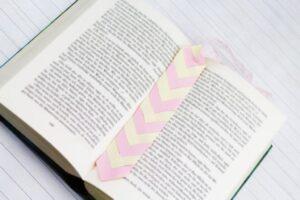 DIY Lesezeichen aus Papier flechten