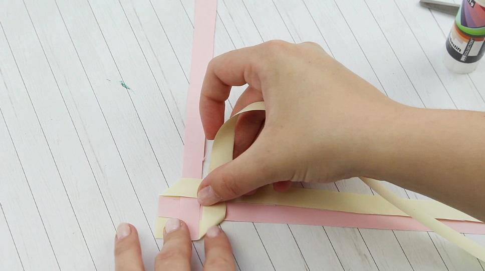 Lesezeichen aus Papier flechten