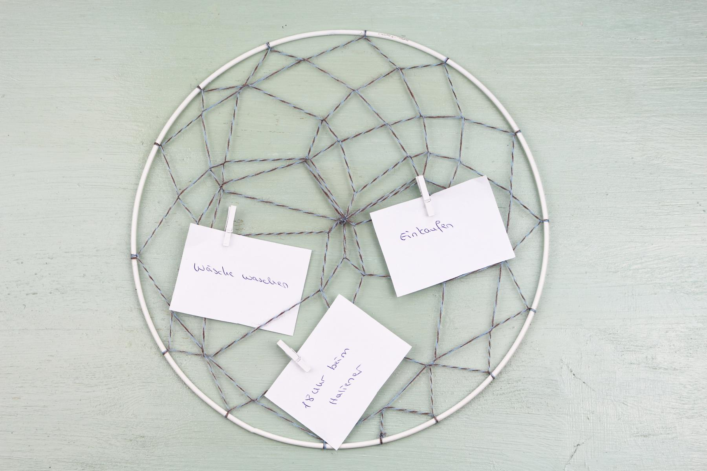 DIY Memory Board im Traumfänger-Stil selber machen