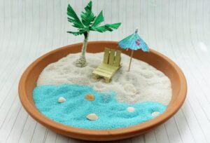 Urlaubsfeeling für Zuhause: DIY Miniaturstrand basteln