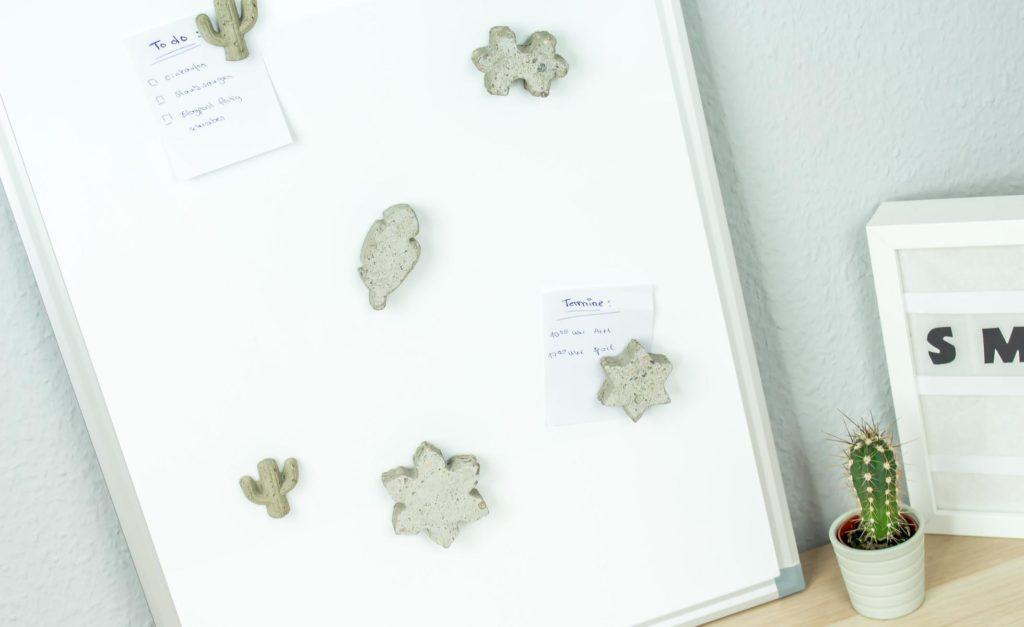 DIY Idee: individuelle Magnete aus Beton basteln