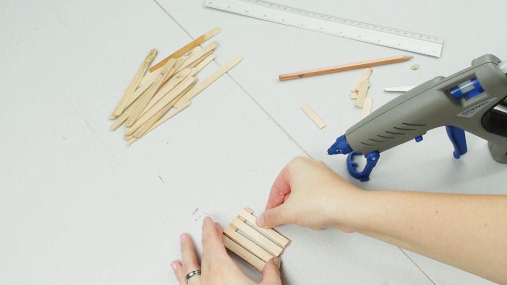 DIY Miniatur Bank basteln - Schritt 1