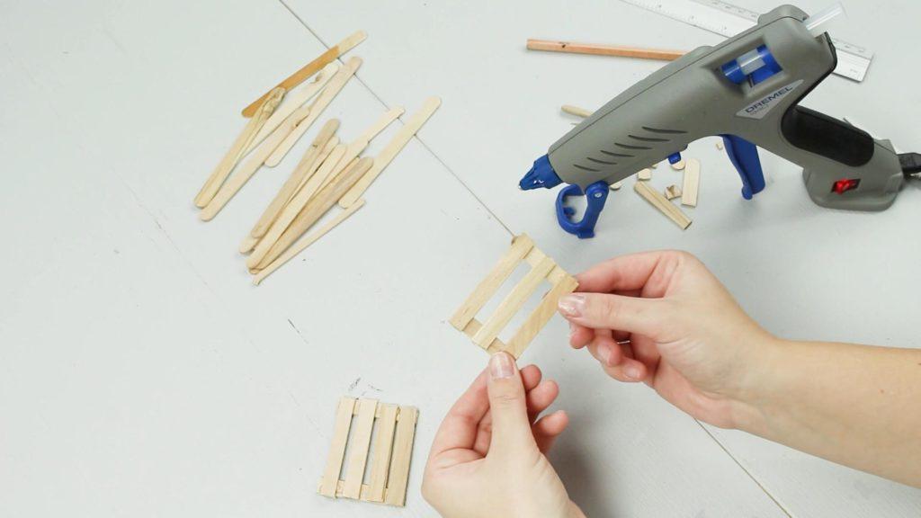DIY Miniatur Bank basteln - Schritt 2