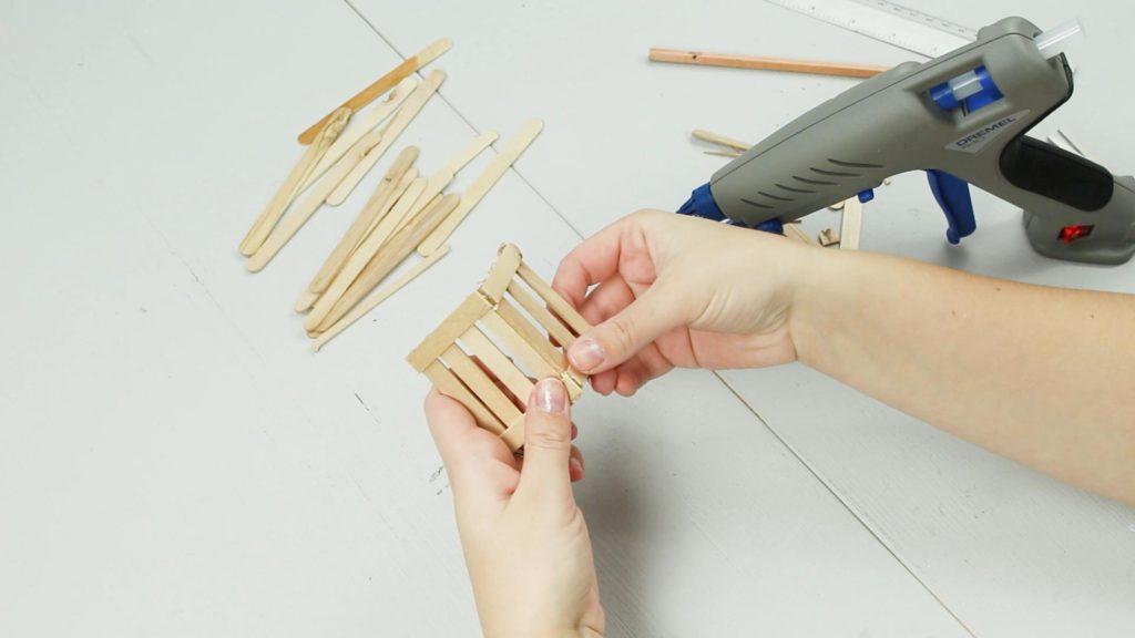 DIY Miniatur Bank basteln - Schritt 3