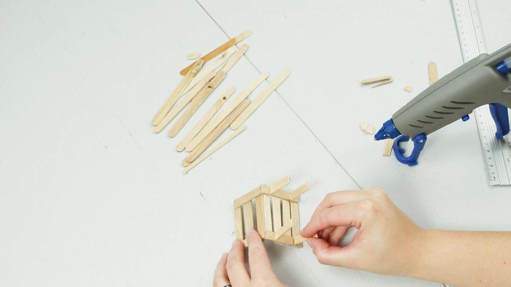 DIY Miniatur Bank basteln - Schritt 4