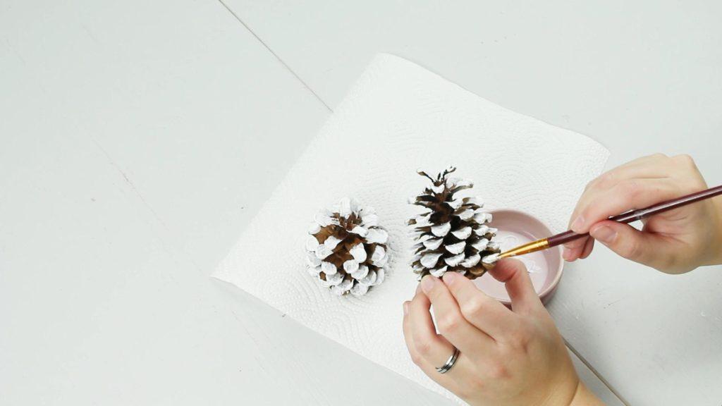 DIY Tannenbaum aus Zapfen basteln