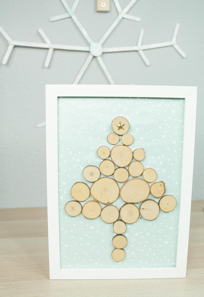 DIY Weihnachtsdeko aus Holz: DIY Tannenbaum Wandbild