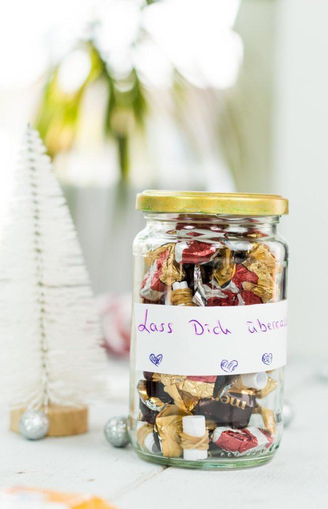 DIY Überraschungsglas basteln - schöne, einfache Geschenkidee zu Weihnachten und eine tolle Möglichkeit, um Gutscheine kreativ zu verpacken