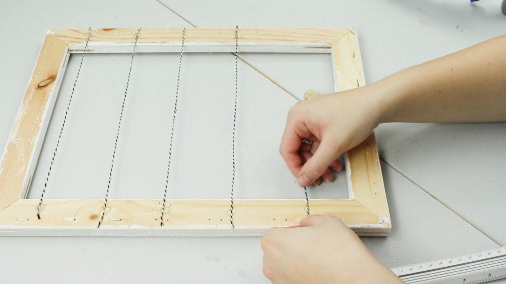DIY Pinnwand aus Holzrahmen basteln - Schritt 2