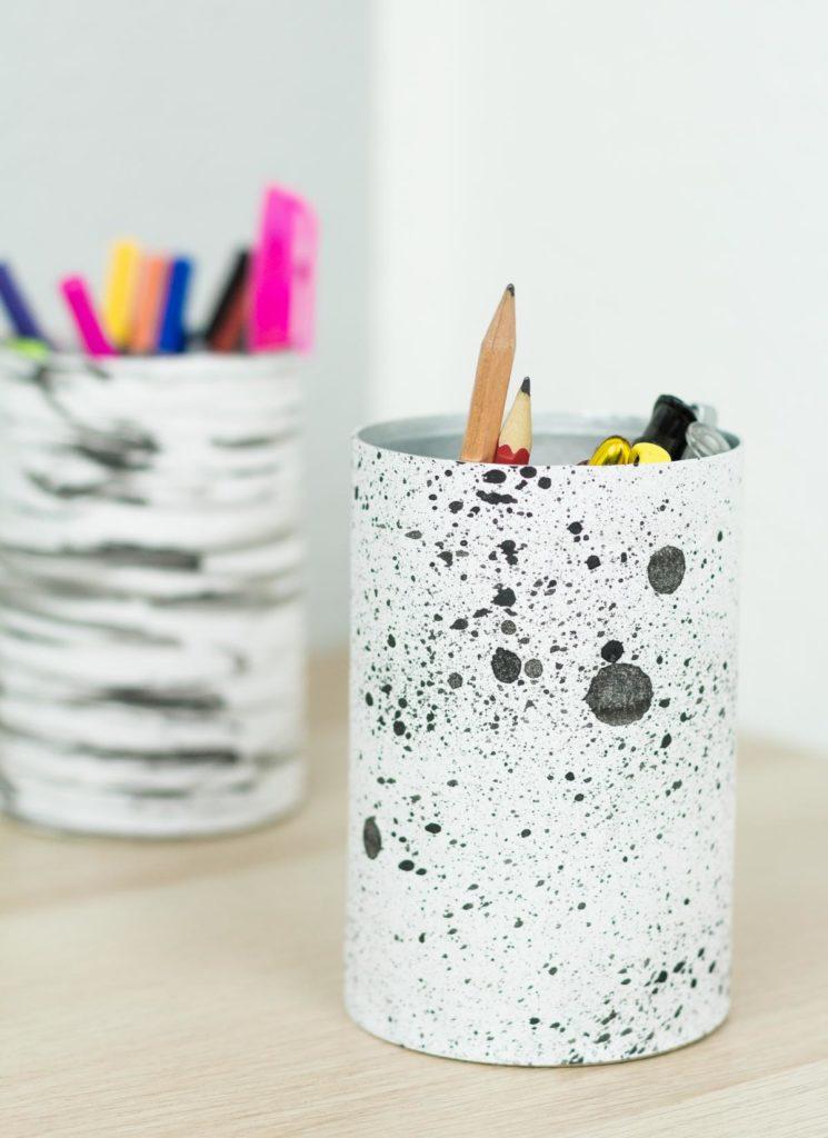 DIY Stiftehalter aus Dosen basteln - einfache und günstige Upcycling Idee - DIY Idee für den Schreibtisch
