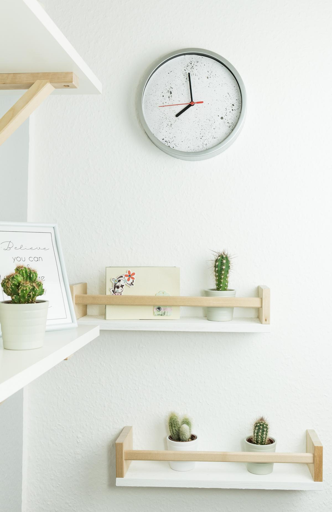 DIY Wanduhr schnell und günstig aufpimpen - mit wenigen Mitteln wird auch deine Wanduhr zu einem echten Hingucker und ein schönes Deko Element in deiner Wohnung