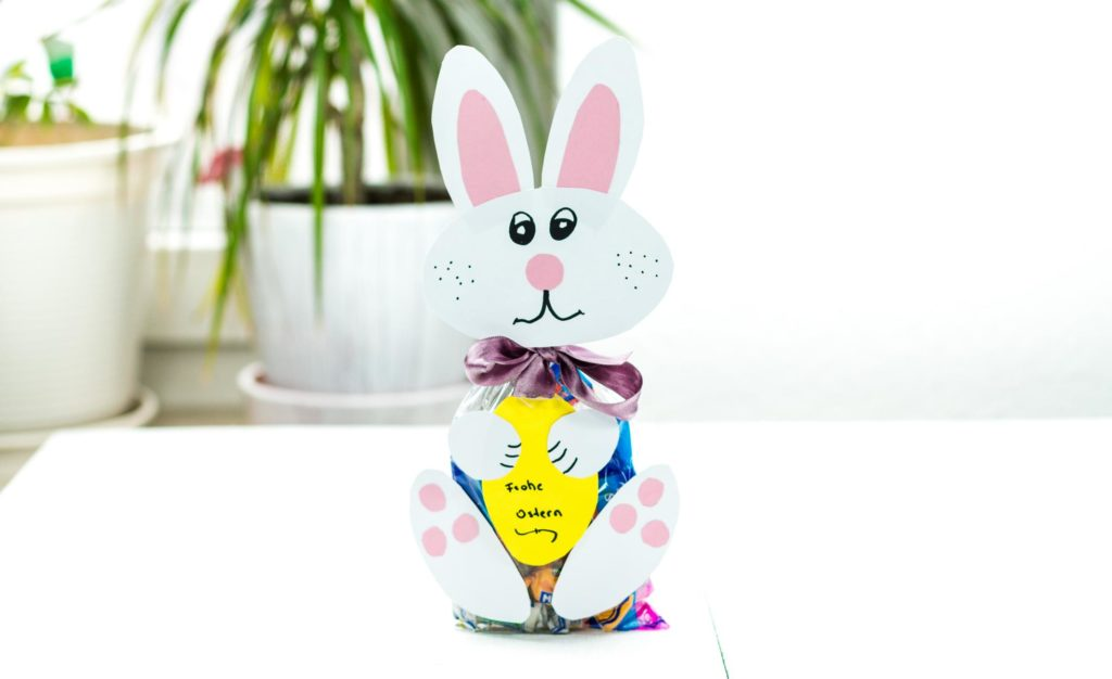 DIY Osterhase aus Papier basteln - schöne Geschenkverpackung zu Ostern