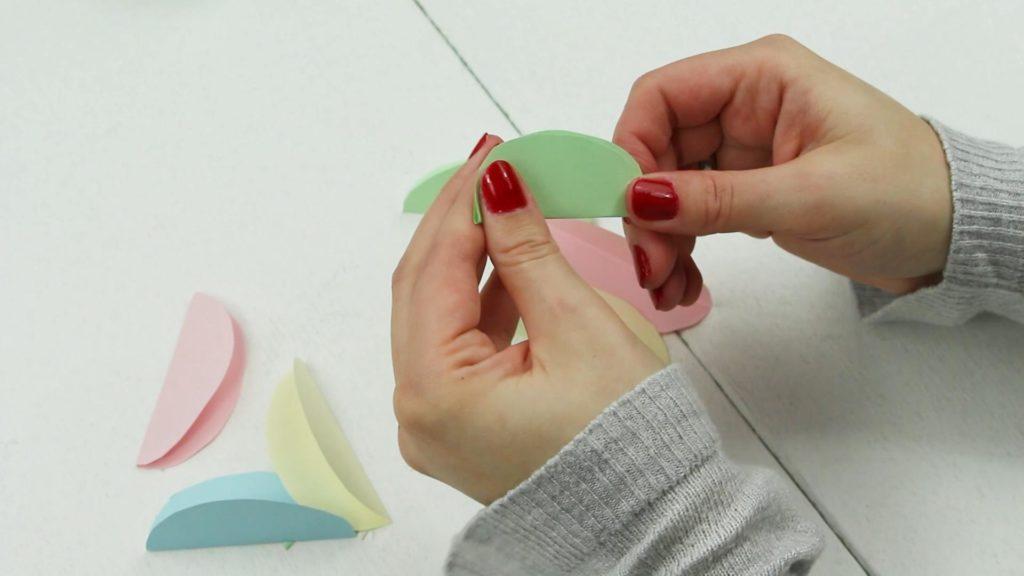 Ostereier aus Papier basteln - Schritt 2