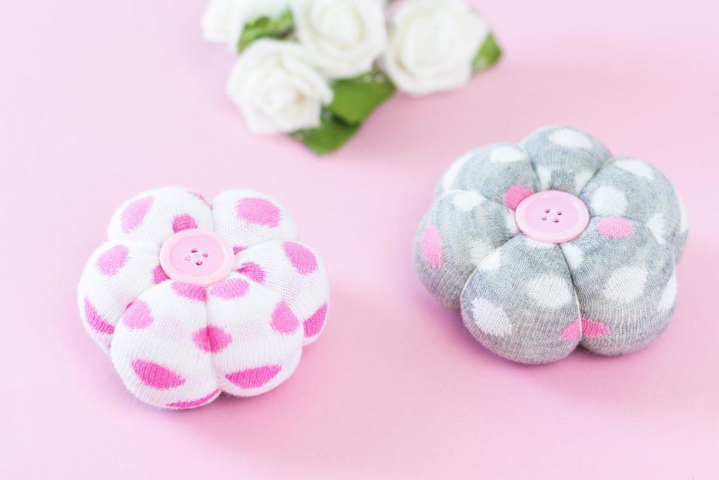 DIY Deko Blumen aus Socken basteln - tolle Upcycling Idee
