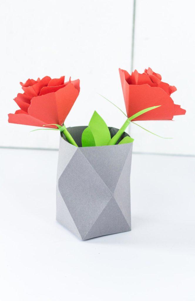 DIY Origami Vase aus Papier basteln - ein echter Hingucker im Haushalt