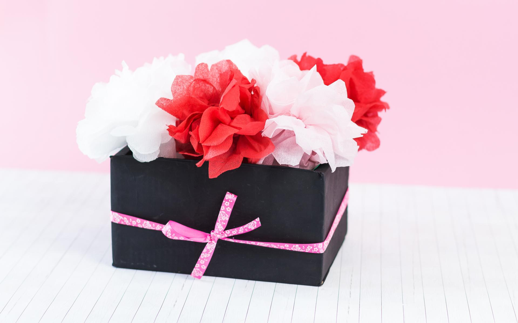 DIY Flowerbox mit Blumen aus Servietten basteln