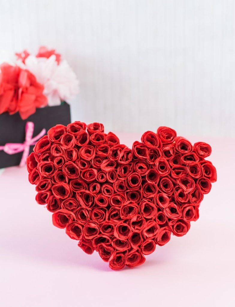 DIY Rosenherz basteln - schöne Geschenkidee für die Liebsten, z. B. zum Valentinstag, Muttertag etc., und eine schöne Deko für die Wohnung