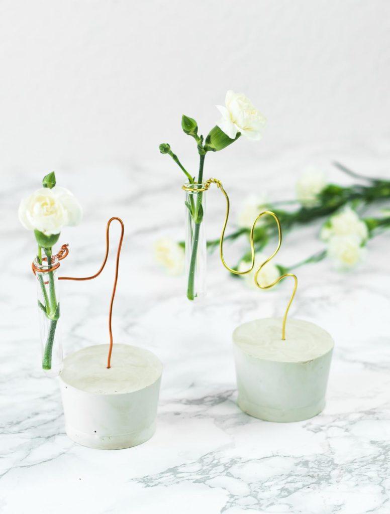 DIY Deko Idee: Reagenzglas Vasen aus Gips und Draht basteln