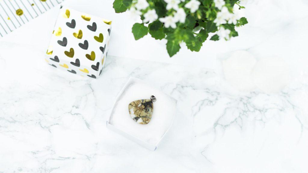Schmuck von Stoneberry & DIY Schmuckkästchen aus Papier