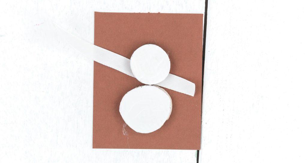 DIY Schneemann Geschenkanhänger basteln - Schritt 4