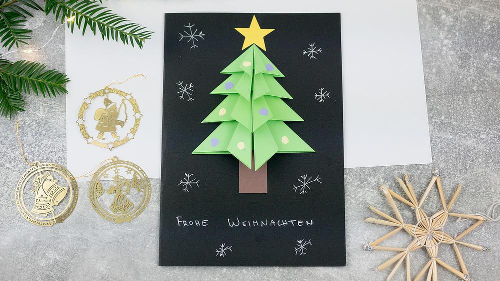 Weihnachtskarte mit gefaltetem Tannenbaum