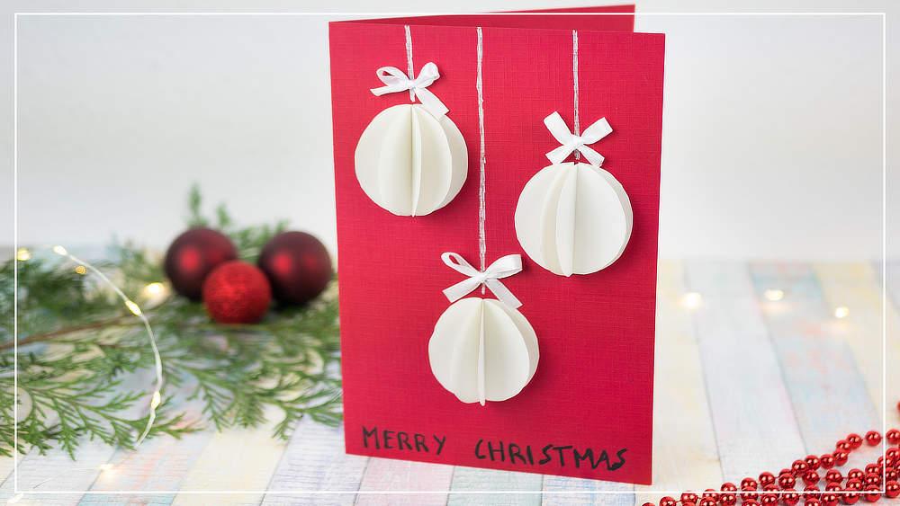 Weihnachtskarte mit Baumkugeln