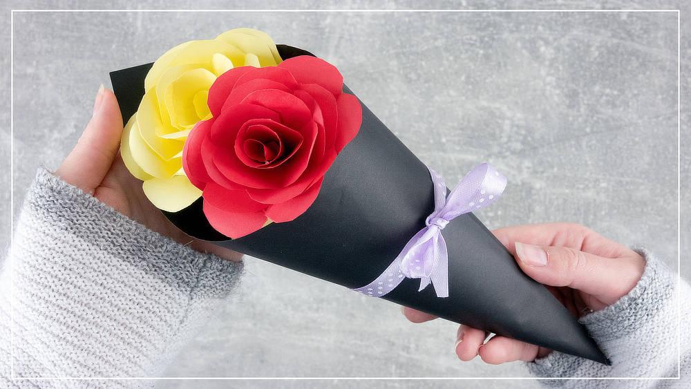 Blumenstrauß mit Rosen aus Papier basteln