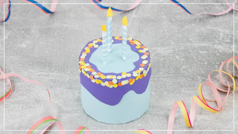 Geburtstagstorte aus Papier gebastelt